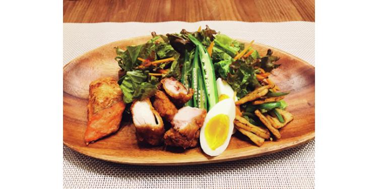 【藤村木音】夕食は炭水化物ナシのサラダプレートをたっぷりと