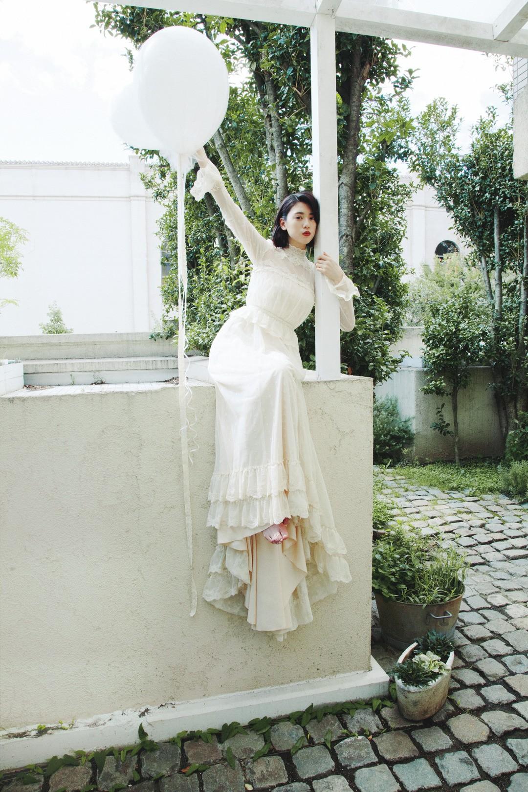 初めてのウエディングドレスを着ての撮影で、将来の結婚を妄想♡