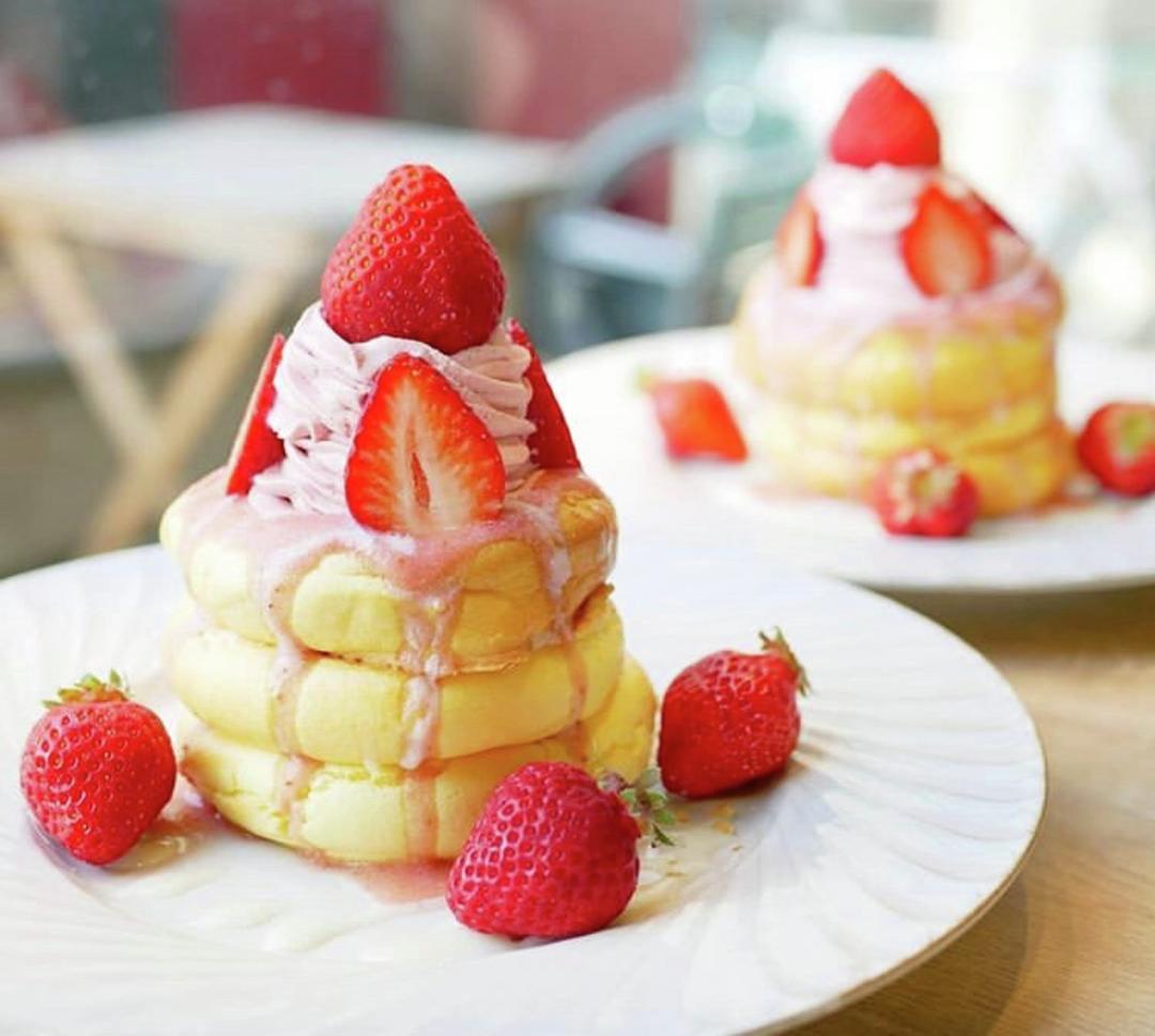 ふわふわしっとり3段重ねが特徴! 「3 Stars Pancake(スリースターズ パンケーキ)」