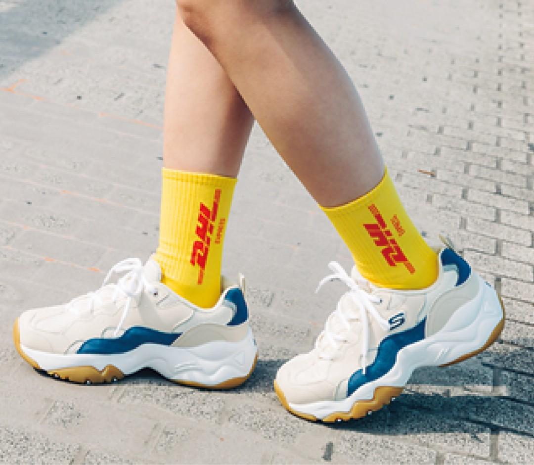 『DHL』のロゴ靴下を指名買い!