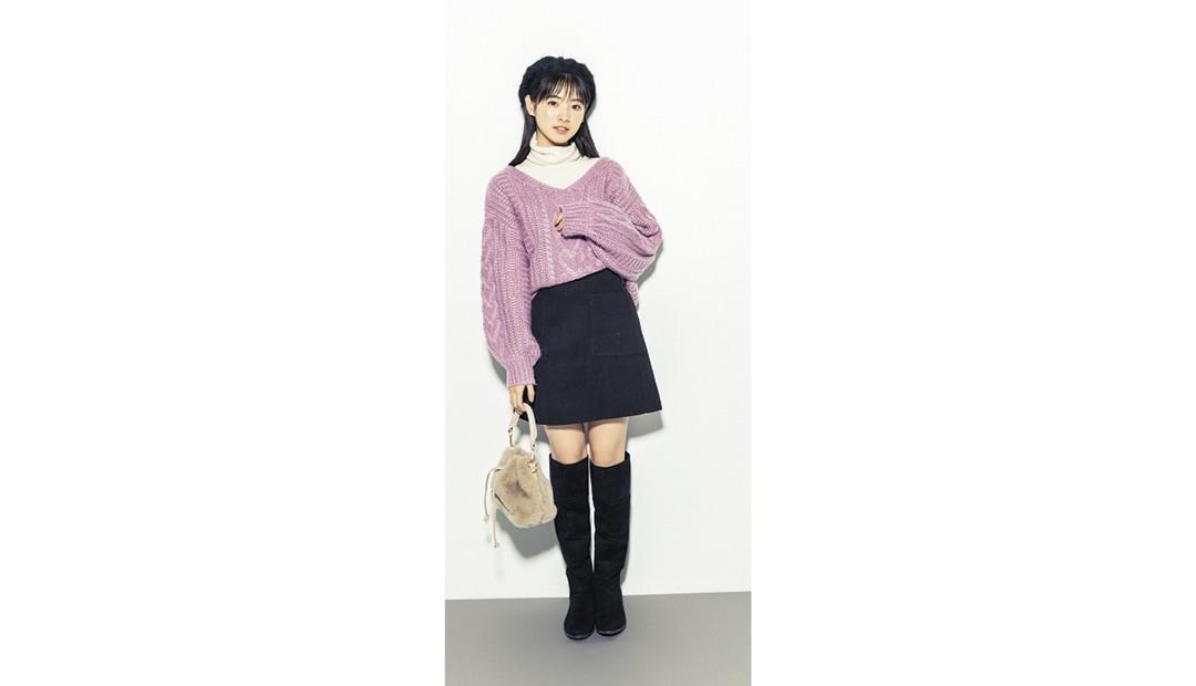 杏奈はピンクのニットでお買い物デートなイメージ