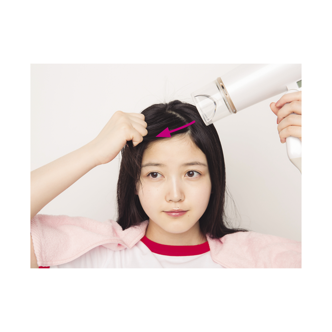 プロセス4 前髪全体を右に流して乾かす