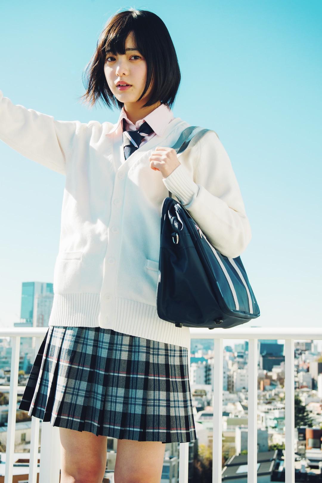 春カラー×白でクリーンな印象! 清楚系制服