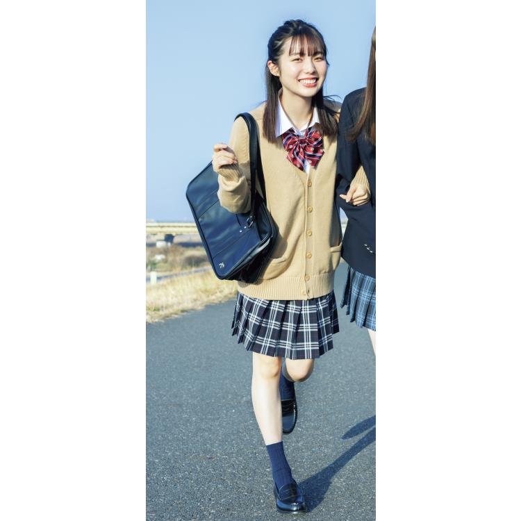 2位★大きめベージュカーデ×赤リボン×チェックスカート=坂道風コーデ