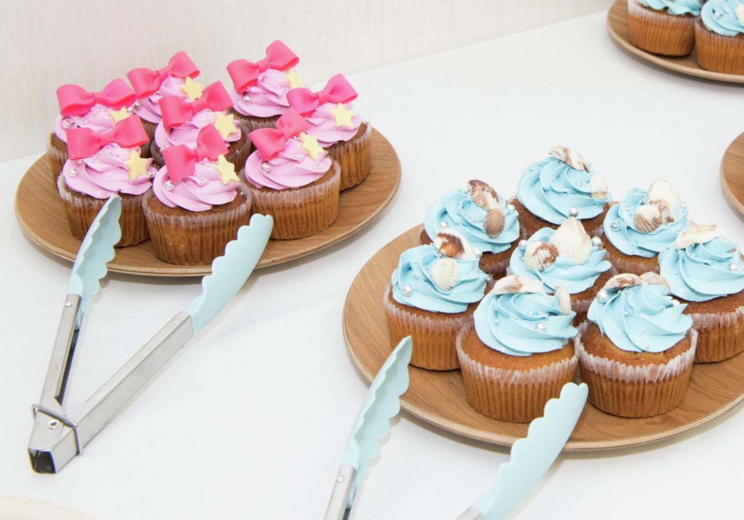 会場はこんな感じだったよ! 『キレイ魅せUV』カラーのカップケーキが出てきたり…