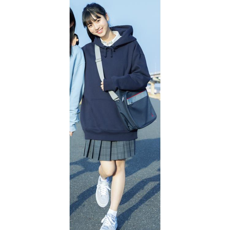 3位★紺パーカ×チェックスカート=クールストリート