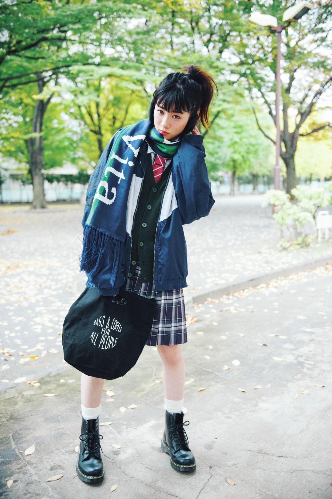 永野芽郁はウィンドブレーカーや小物のスポMIXで賢く防寒!