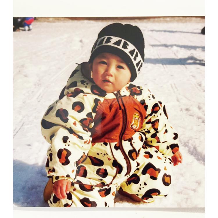 ヒント:1歳の頃に、家族とスキーに行ったときの