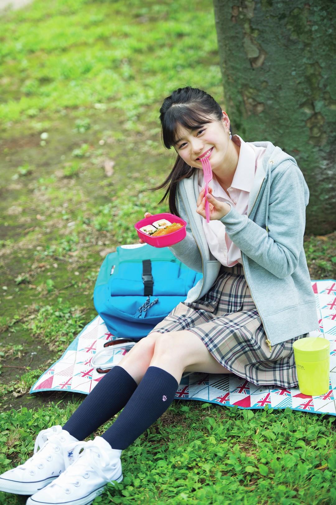 彩夏ちゃんは、ジャストにパーカを着る優等生CD