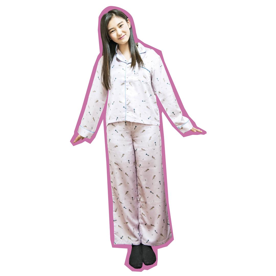 岡本莉音ちゃんは高級感のあるサテンのパジャマがお気に入り