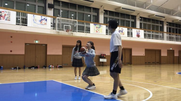 花恋&サクラがフリースローにトライ!