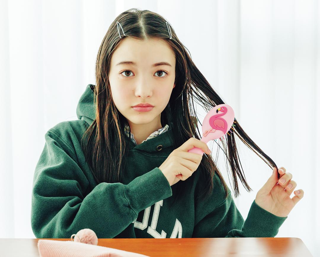 放課後ヘア① 前髪の両サイドをピンで止めるだけ!
