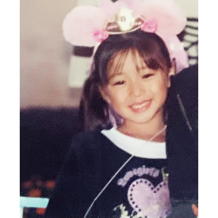 ヒント:5歳の頃にディズニーに行ったときの写真だよ