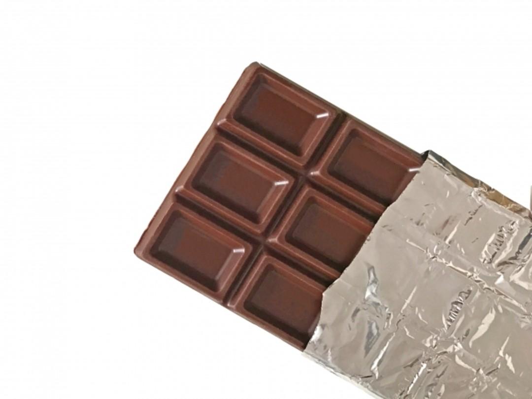 【7】チョコをひと口だけ食べる