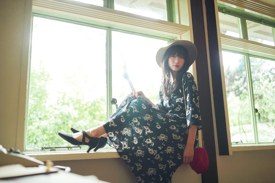 岡本夏美ちゃんは女子のチェックもOKなトレンド花柄ワンピ♡