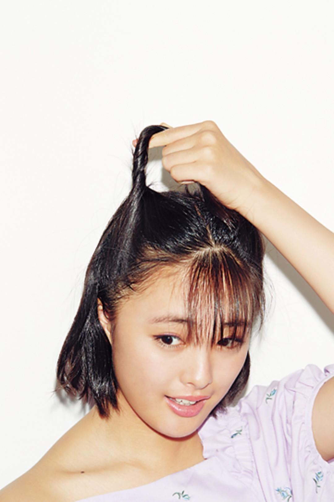 1)トップの髪をねじり上げる
