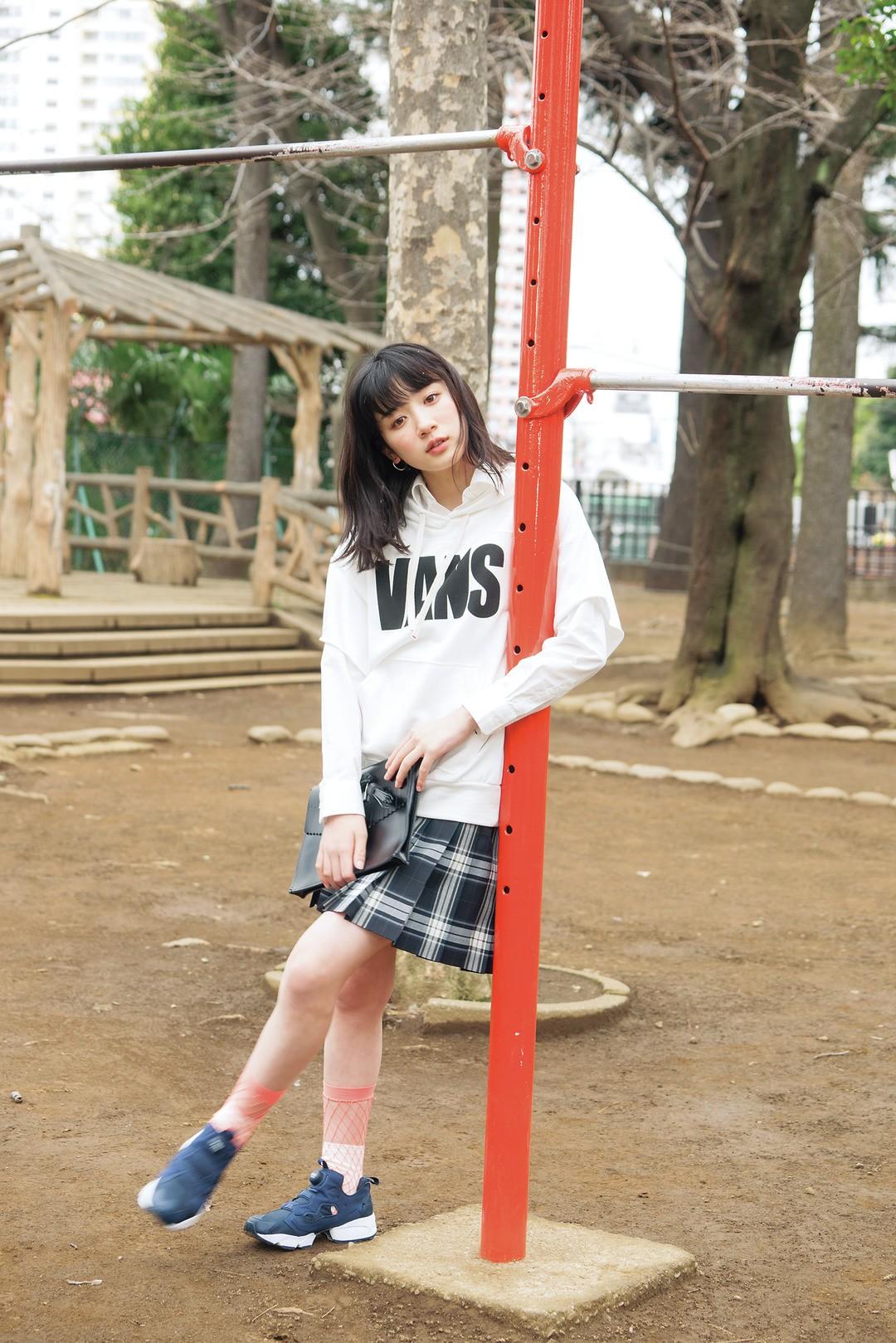 芽郁の「ごーいんぐ☆めい☆うぇいなメンズMIX」制服スタイル