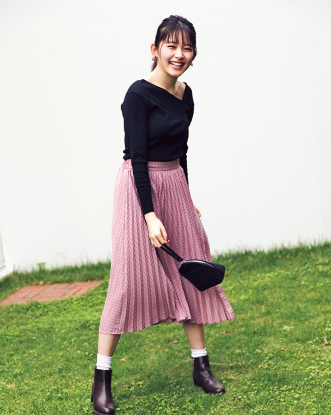 大人気プリーツスカートは色とディテールで個性アピ