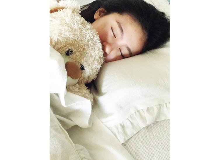 【入江美沙希】お気に入りのまくらとくまさんで快眠♪